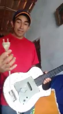 Guitarra elétrica caseira