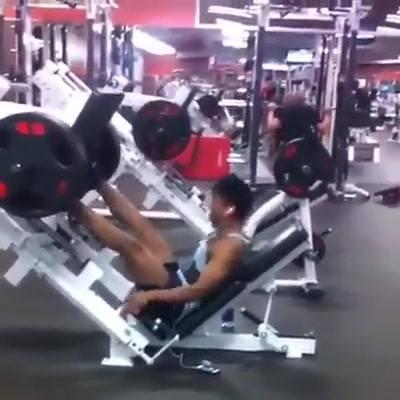 Exercitando perna diferente!