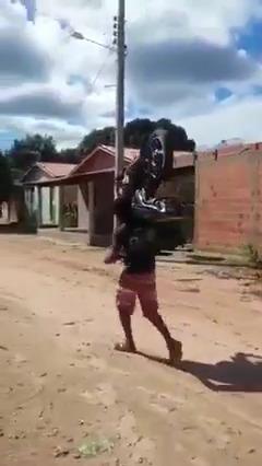 Gasolina tá caro demais
