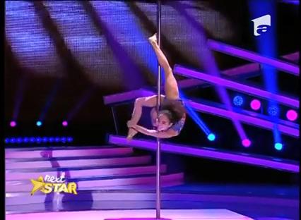 Menina acrobata